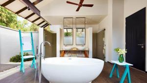 beach-villa-bathroom-1