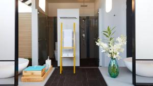 overwater-villa-bathroom-2