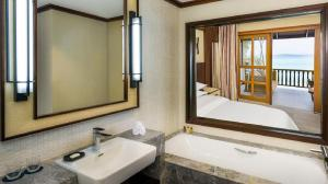 she3442gb-196072-Deluxe-Room---Bathroom