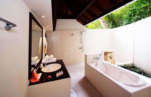 ellaidhoo bathroom